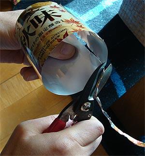 01_23アルミ缶を切る.jpg